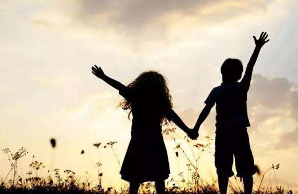 发现孩子早恋,家长应该怎么做?这三要和三不要很重要